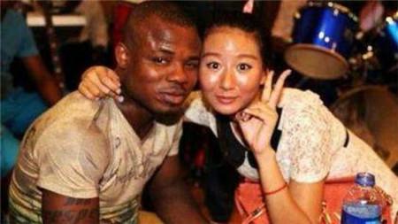 """现在的中国女孩,为何都选择嫁给""""黑人"""",真实原因太扎心了!"""